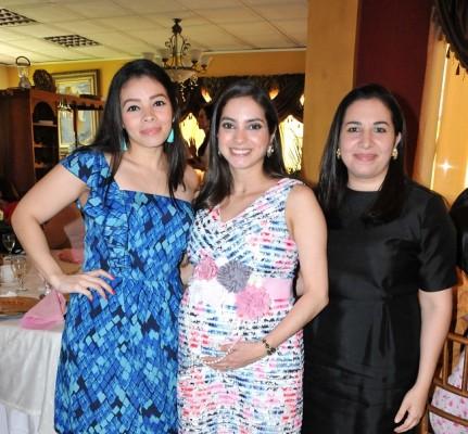 María José Rivera, Michelle Montoya de Hernández y Andrea Silvestri