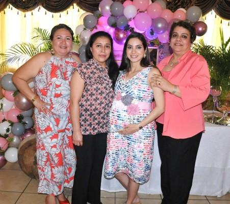 Mariela Casco, Rosalía García, Michelle Marissa Montoya de Hernández y Patricia de Alvarado