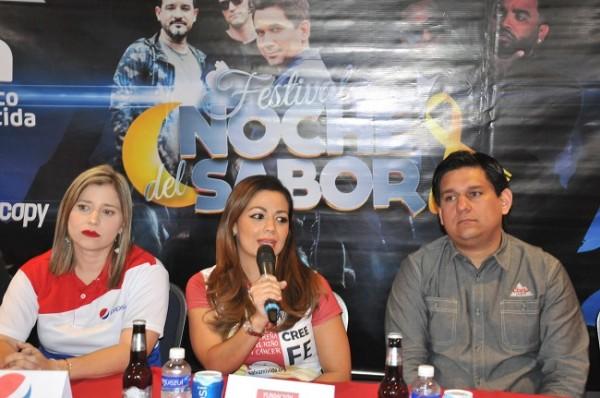 Melissa Villegas, Andrea Quintana (Presidente de la Fundación Hondureña para el Niño con Cáncer) y Gustavo Palacios.