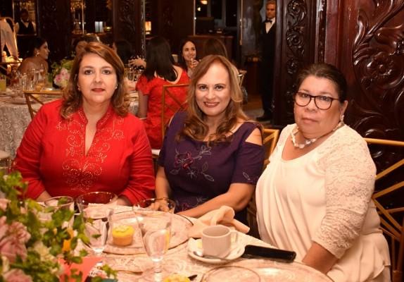Paty Hernández, Suyapa Escobar y Carola Mestayer