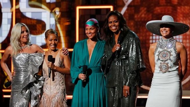 Michelle Obama sorprendió en el escenario de los Grammy 2019 junto a Lady Gaga, JLo y Jada Pinkett Smith