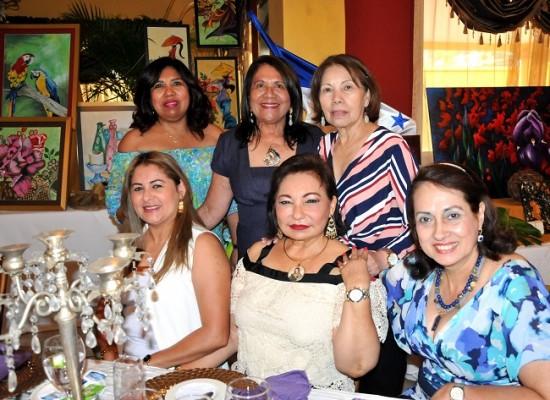 Sheyla García, Vilma Karow, Aura Gatling, Aila Ortega, Gabriela Mejía y Sandra Lili Alvarado