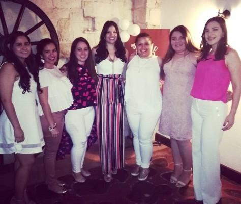 Tatiana Martinez, Ivana Coto, Dalia Giron, Alejandra Barrios, Gabriela Jimenez, Stephanie Torres y Sonia Avelar