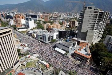Oficialismo y oposición miden fuerzas una vez más en Venezuela, a favor y en contra del gobierno