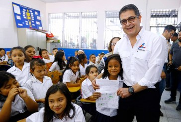 Con retos de reducción de analfabetismo y aumento de cobertura inicia año escolar 2019