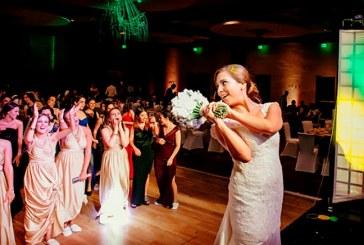 La trifulca entre dos mujeres por ganarse el ramo de novia (+video)