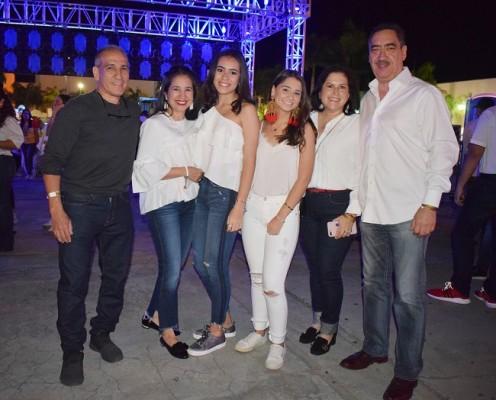 Abraham Bueso, Mónica de Bueso, Sofía Sikaffy, Pili Férez, Ana Clemencia de Férez y Juan Férez
