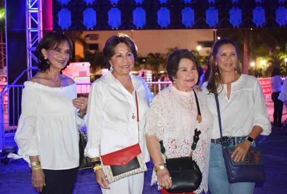 Alba Maria Bobadilla, doña Nena Díaz Lobo, Mery de Tinoco y Calix Fernández