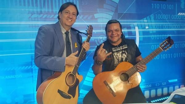 Aldo Romero con Marvin Corea, ex vocalista que inmortalizó a la mítica banda Diablos Negros