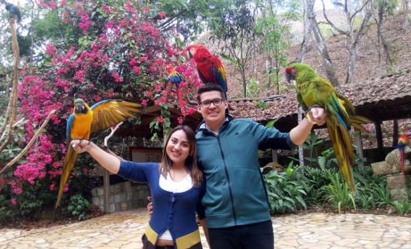 Alicia Carolina y Arles Javier apostaron por el turismo interno en su luna de miel, disfrutando de inolvidables momentos en Copán Ruinas durante 5 dias