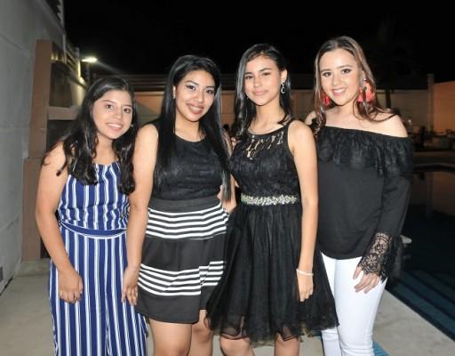 Angie Villalobos, Maya Sánchez, Katherine Diecke y Daniela Calderón