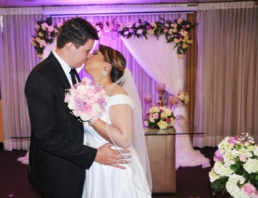 Arles Javier y Alicia Carolina fundieron sus destinos en una ceremonia fascinante que sellaron con un beso de amor eterno