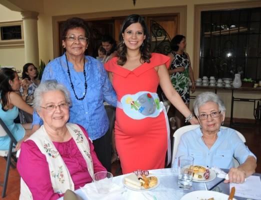 Bertha Lila de Vásquez, Graciamaría Vásquez de Martínez, María Luisa López y Norma de Valladares