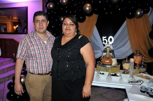 Carlos Edwin Pleitez y su esposa Kony Ortíz de Pleitez