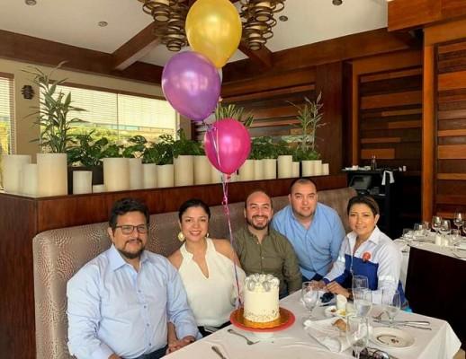 Celebrando el cumple de Debbie Figueroa ¡Felicidades!
