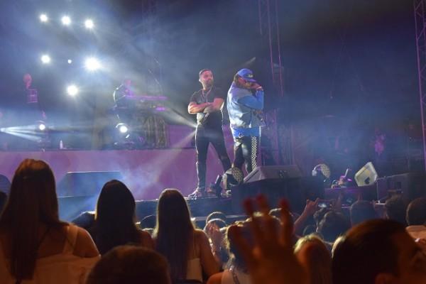 Zion y Lennox iniciando su concierto