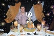 Alegre fiesta celebrando el cumpleaños de Carlos Edwin Pleitez