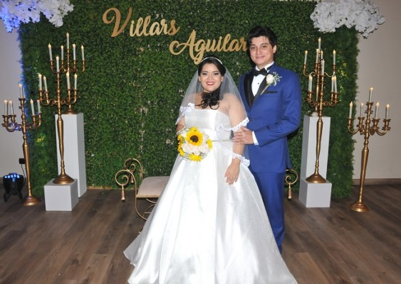 Convencidos de sus estilos personalizados y en eterna complicidad, Narda y Gabriel lucieron impecables en su gran noche de bodas