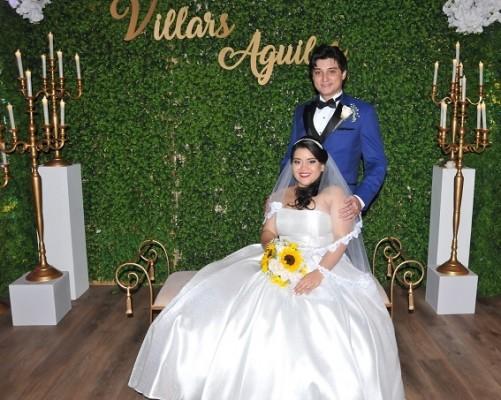 Con 3 años y 4 meses de noviazgo a sus espaldas esta idílica y especial pareja de jovenes determinó unir sus destinos en un enlace repleto de glamour y personalización absoluta.