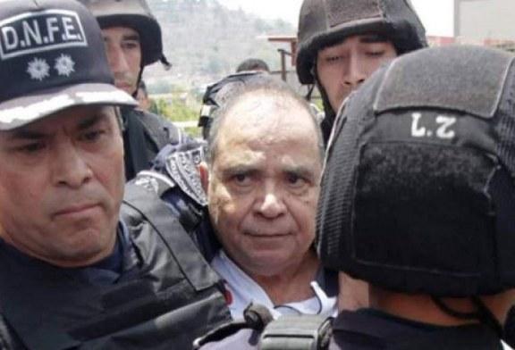 Policías Tigres rompen puertas de Radio Globo y detienen a Periodista David Romero