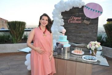 Digna Carmen Ariño en su fiesta prenatal