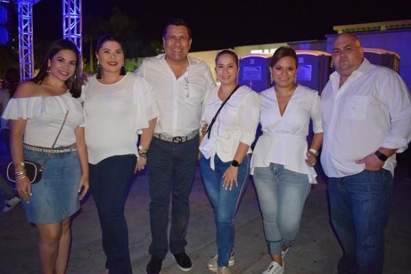Dina Bendeck, Nicole Ramos, Eduardo Ramos, Sandra Mata, Carmen Rodezno y Arturo Rodezno