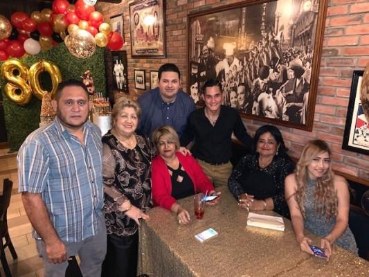 Edgardo Flores, Licida Sandoval, Marisol Sandoval, Raúl Bueso, Misael Flores, Coralia Sandoval y Melissa Flores