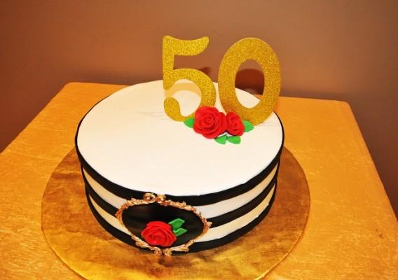 El pastel de cumpleaños elaborado por Jazmina Castejón y detalles al gusto de la cumpleañera, engalanaron el recinto de celebración en honor