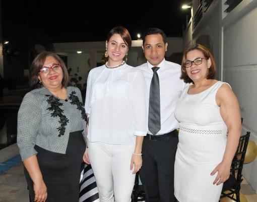 Elka Vásquez, Karen Chinchilla, Carlos Ponce y Glenda Arita de Torres