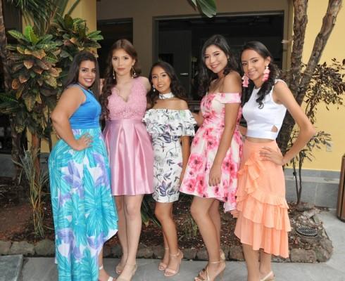 Elssy Ramos, Andrea Medina, Ivanna Caballero, Angélica Ordóñez y Belén López