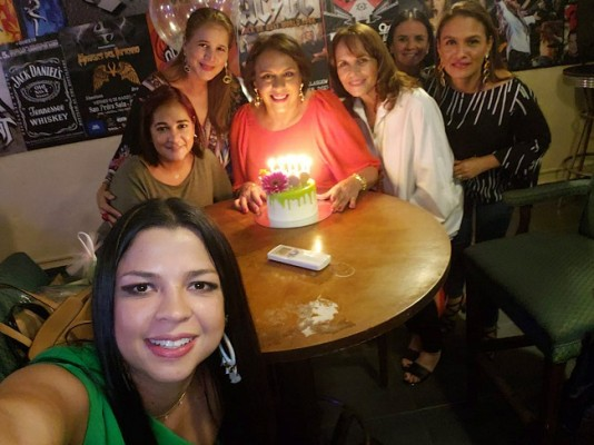 Festejando el cumpleaños de la siempre guapa Diana Cardona de Caraccioli, ¡Congratulaciones!