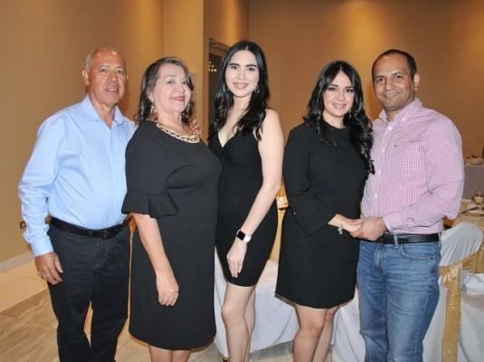 Francisco y Lidia Oviedo de Hernández, Lidia Hernández, Iveth Hernández de Banegas y Evis Banegas