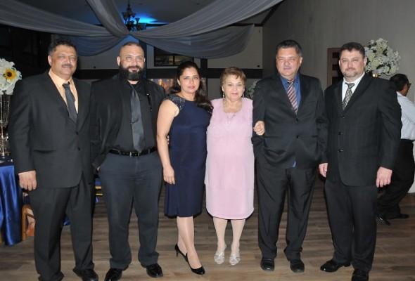 Los hermanos Villars en pleno: Gabriel, Edgardo, Leonor, Gina, Godofredo y Luis Villars