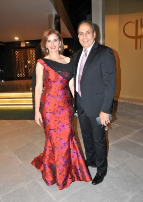 Guapísima Suyapa Monterroso y su esposo Omar Monterroso en la boda Quezada- Andonie