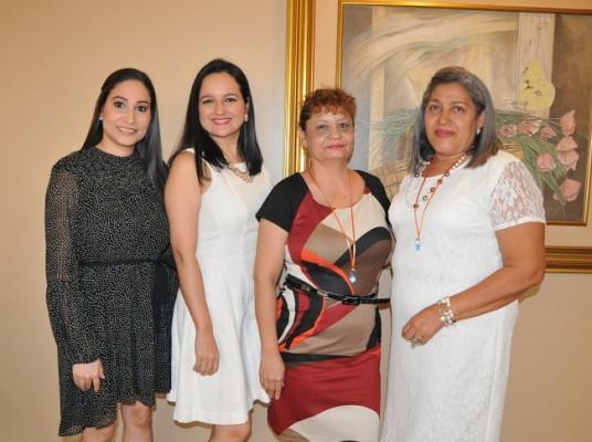 Ivoneth Perdomo, Melissa Alvarado, Eliuth Ninoska Orellana y Miriam de Gonzáles