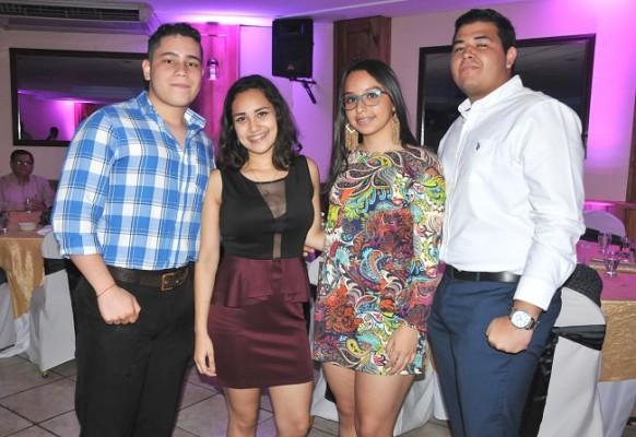 Jonathan Morales, Lizbeth Rivera, Natalia Pleitez y Fernando Pleitez