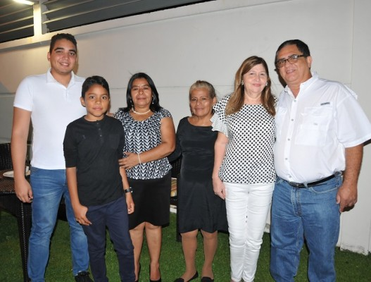 Jorshua Ruíz, Alex Urbina, Carmen Carranza, Gregoria Bautista, Edit Cruz y Eric Vindel