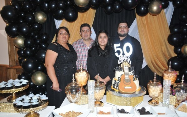 Kony Ortíz de Pleitez, Carlos Edwin Pleitez y sus hijos, Charlize y Carlos Pleitez