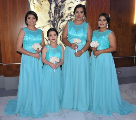 Las cuatro damas del cortejo de la novia, Gabriela Castro, Ligia Alvarado, Jennifer Contreras y Delmy Madrid