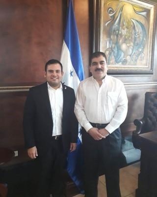 Lester Herrera y Jorge Faraj al finalizar una reunión muy productiva entre CCIC y JCI Honduras para fomentar el emprendedurismo, la capacitación y la formulación de nuevas ideas que acerquen a los jóvenes a legalizar sus empresas