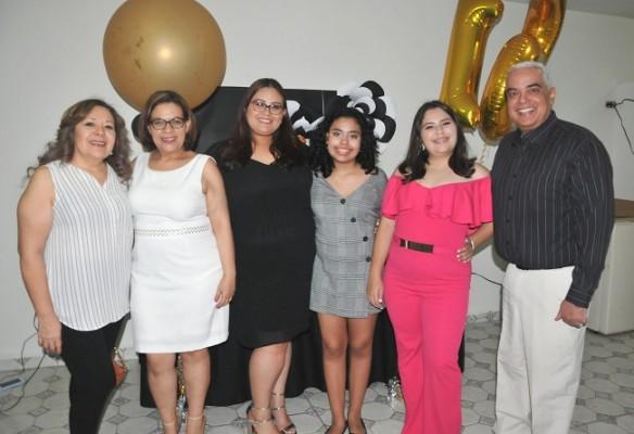 Lilian Arita, Glenda Arita de Torres, Victoria Arita, Abigail Torres, Laura Daniela y Sergio Navarro