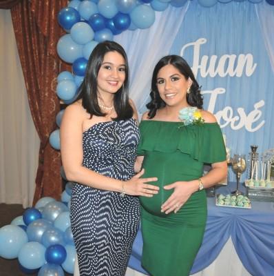 Lisbeth Aguilar y Alejandra Escoto de Aguilar
