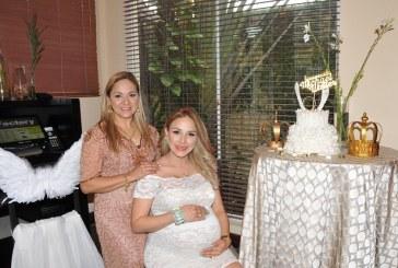 Recuerdos angelicales celebrando el baby shower de Lorna Karina Knuth