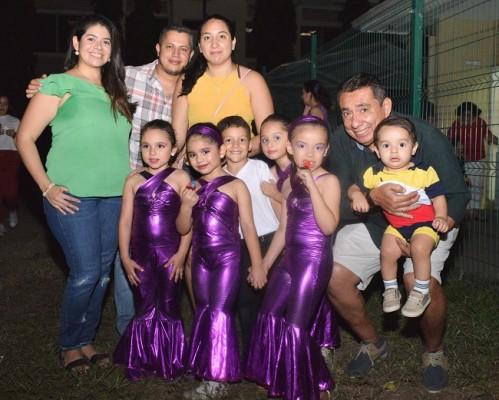 Los padres de familia se mostraron muy satisfechos ante la participación de sus pequeños hijos.