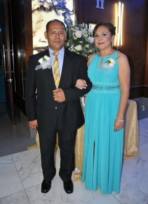 Los padrinos de boda, Óscar López y Reina de López