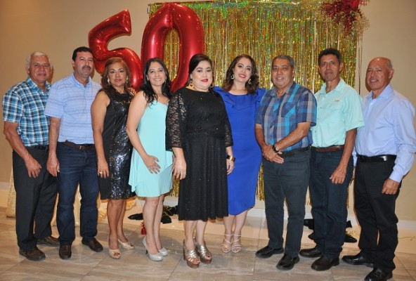 Luis, Jaime, Aracely y Rosany Hernández, junto a Alba Esther Hernández de Portillo y Nancy, René, Iván y Francisco Hern