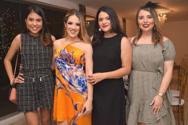 María Camila junto a Alondra Caraccioli, María José Bueso y Sandra Madrid.
