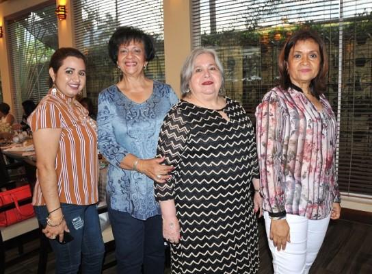 María Esther Cardona, Miriam Alvarado, Elsa Gavarrete de Acosta y Florencia de Romero