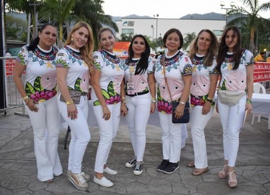 María Isabel Cotto, Ivon Barrientos, Lucía Hauck, Margarita Pineda, Erika Handal, Sonia de Paz y Waldina Rivas