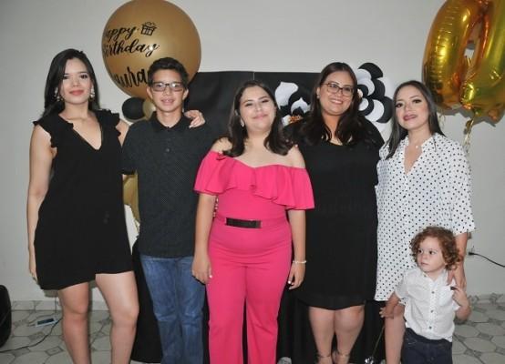 Margie Gutiérrez, Harold Cerrato, Laura Daniela, Victoria Arita, Jessy Gutiérrez y Adrián Milla.